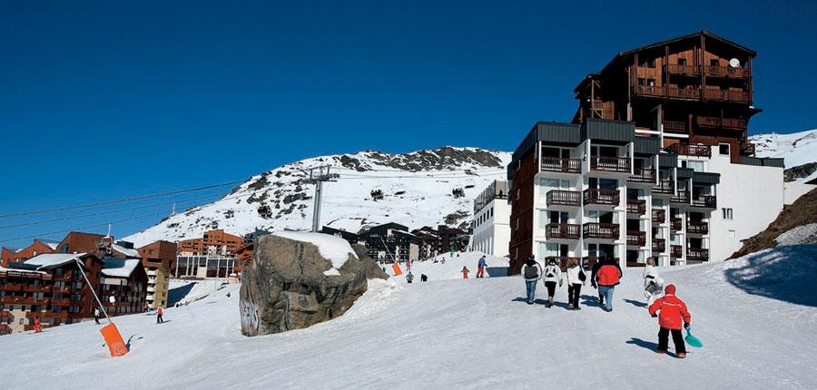 France_Val-Thorens_hotel_le_val_chaviere_skiers_return.jpg